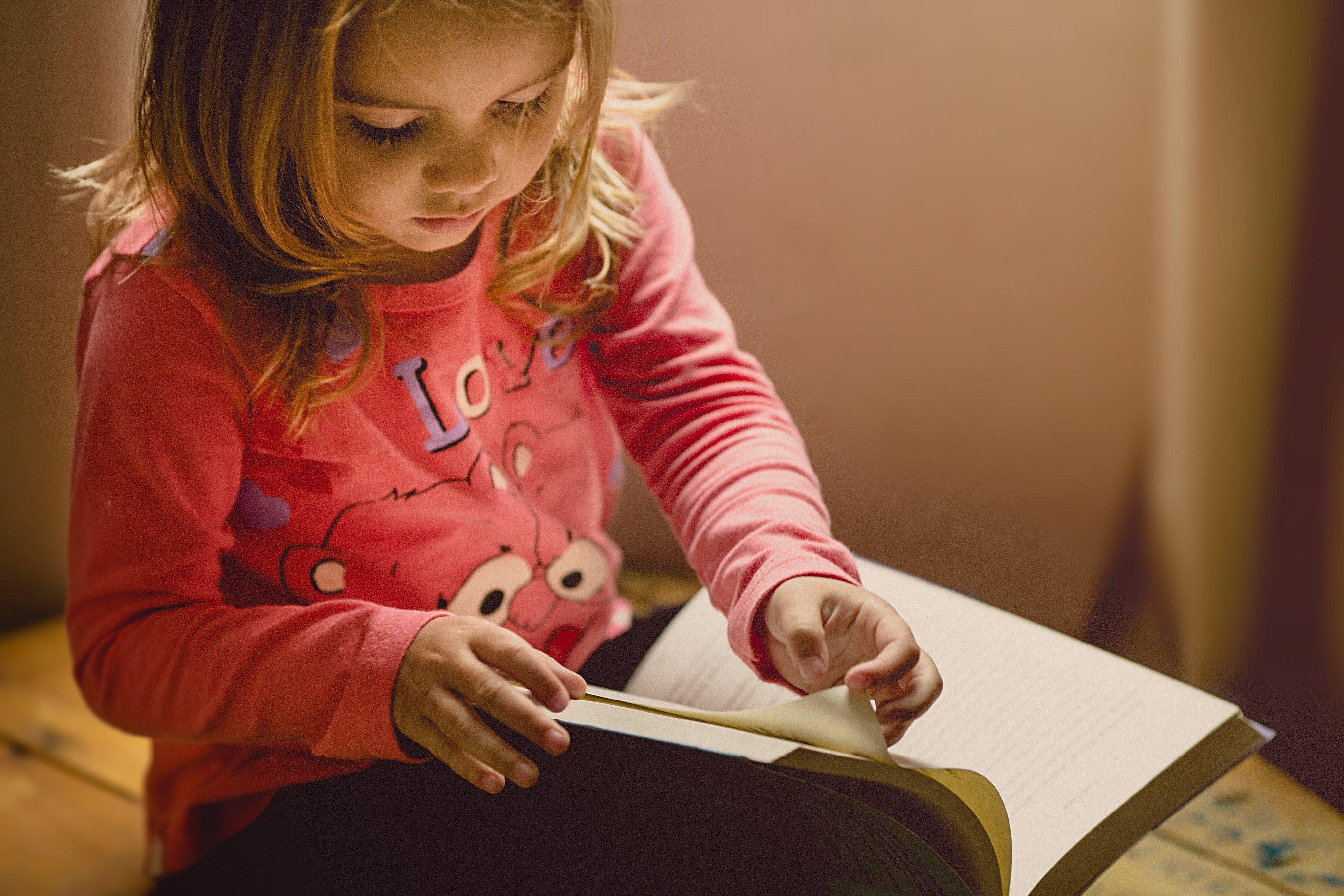 ما هو منهج المونتيسوري ؟ وكيف يمكن لهذه الطريقة مساعدة الأطفال في تعلم المزيد